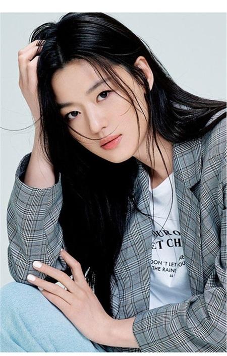 Tuy nhiên, Jeon Ji Hyun cũng không quên mách nhỏ cho các bạn gái hãy suy nghĩ kỹ trước khi áp dụng công thức làm mặt nạ này vì chúng có tính axit cao, đặc biệt là những cô nàng có làn da nhạy cảm