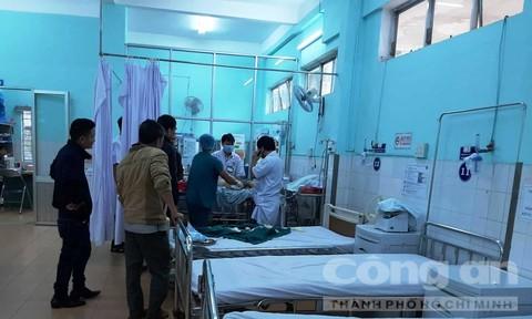Nạn nhân đang được cấp cứu tại Bệnh viện Đa khoa tỉnh Gia Lai