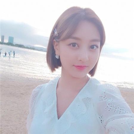 Còn Jihyo cũng đang tận hưởng tour diễn với Twice.