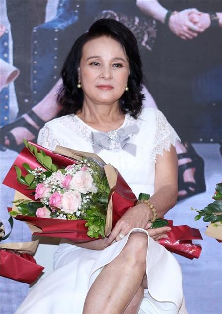 NSND Hoàng Cúc tại họp báo ra mắt phim.