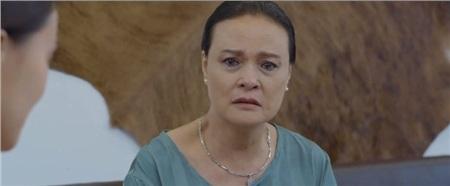 Nước mắt bà cứ tuôn rơi khi chứng kiến cảnh con trai lại đi theo vết xe đổ của chồng mình năm xưa...