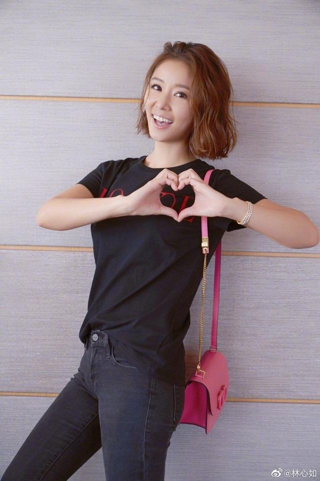 Lâm Tâm Như tươi rói 'bắn tim' cho ông xã Hoắc Kiến Hoa kèm lời nhắn đầy lãng mạn: 'Chỉ cần có tình yêu thì ngày nào cũng là lễ tình nhân'