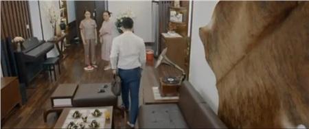 Khuê bị chồng bắt phải tiếp tục ở nhà làm nội trợ
