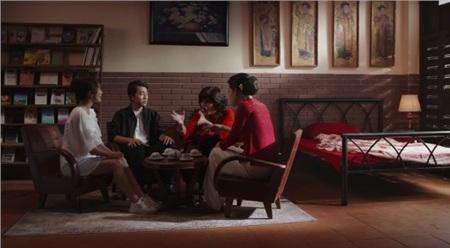 Mặc dù bà Lam (Quang Trung), Phi (Cris Phan) và con gái Kim Ngọc (Jang Mi) hết sức an ủi, hỏi han nhưng bà 5 vẫn quyết không hé răng nửa lời.