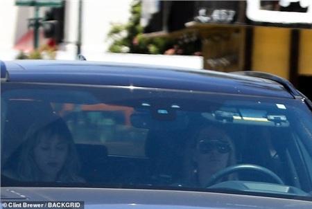 Miley Cyrus và mẹ xuất hiện tại Los Angeles ngày cuối tuần.