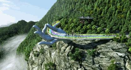 Cây cầu với bàn tay Phật khổng lồ nằm cheo leo trên vách đá giữa chốn thiên nhiên hùng vĩ khiến nhiều người không khỏi liên tưởng tới Cầu Vàng tại Đà Nẵng.
