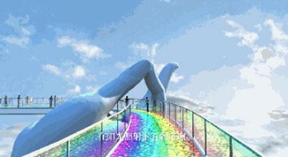 Cầu treo bằng kính phản chiếu ánh sáng đầy màu sắc như dải cầu vồng.