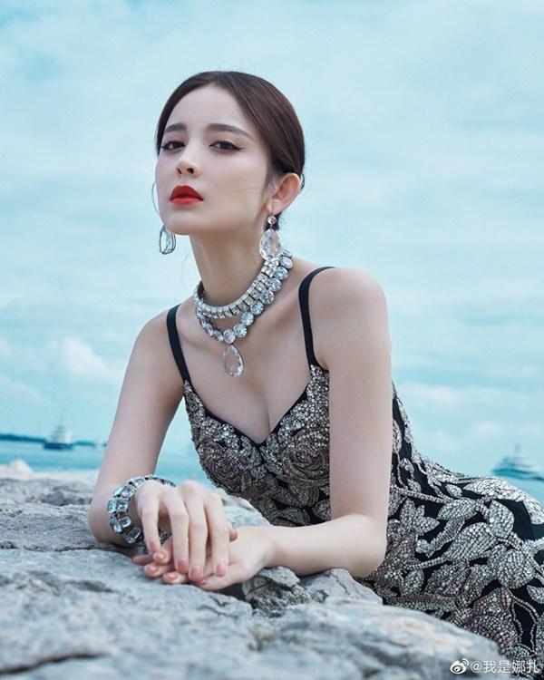 Sở hữu khuôn mặt xinh đẹp, làn da trắngcùng chiều cao 1,72m, tình cũTrương Hàn luôn thu hút mọi ánh nhìn tạisự kiện.