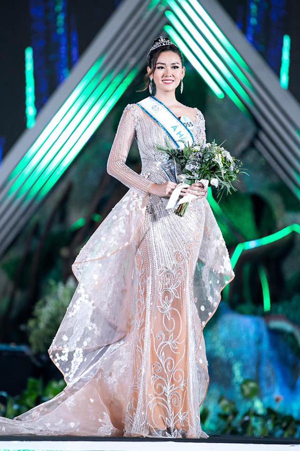 Tường San đại diện Việt Nam tham gia Miss International 2019.