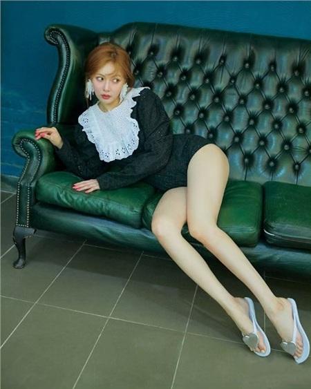 HyunA cực quyến rũ với bộ jumpsuit giống hệt Jennie và Jessica đã diện