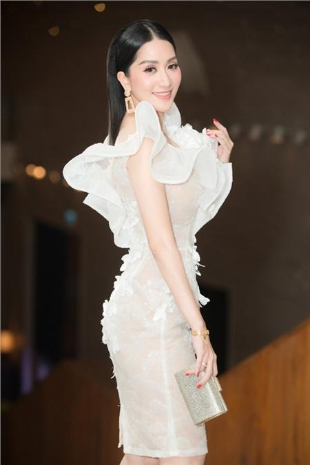 Khánh Thi và chồng kém tuổi Phan Hiển 'chiếm spotlight' trong đám cưới đại gia Minh Nhựa vì quá tình tứ 7