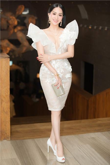 Khánh Thi và chồng kém tuổi Phan Hiển 'chiếm spotlight' trong đám cưới đại gia Minh Nhựa vì quá tình tứ 8