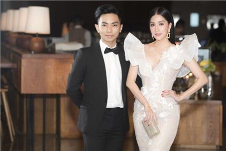 Khánh Thi và chồng kém tuổi Phan Hiển 'chiếm spotlight' trong đám cưới đại gia Minh Nhựa vì quá tình tứ 5