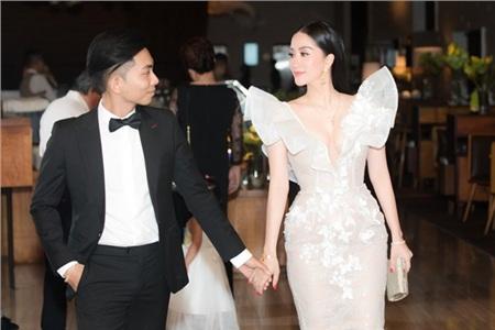 Khánh Thi và chồng kém tuổi Phan Hiển 'chiếm spotlight' trong đám cưới đại gia Minh Nhựa vì quá tình tứ 1