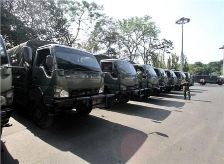 Lực lượng an ninh được bố trí xung quanh sân vận động, đề phòng bất cứ sự cố nào có thể xảy ra. Ước tính, có hơn 400 cảnh sát và nhân viên an ninh đã được huy động cho trận đấu giữa Thái Lan - Indonesia.
