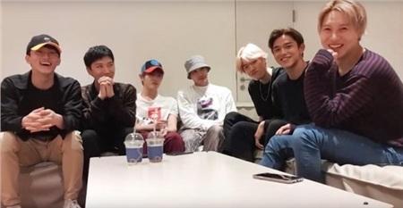 Giữa đêm 11/9, cả 7 thành viên của SuperM đã ngồi lại cùng nhau để giao lưu trực tiếp với người hâm mộ. Ngoài việc chia sẻ những điều thú vị khi lần đầu làm việc cùng nhau, các thành viên còn giải đáp không ít thắc mắc của fan.