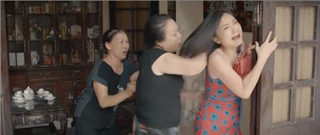 Bà Kim giả bệnh để có thể đánh đập con dâu thỏa thích