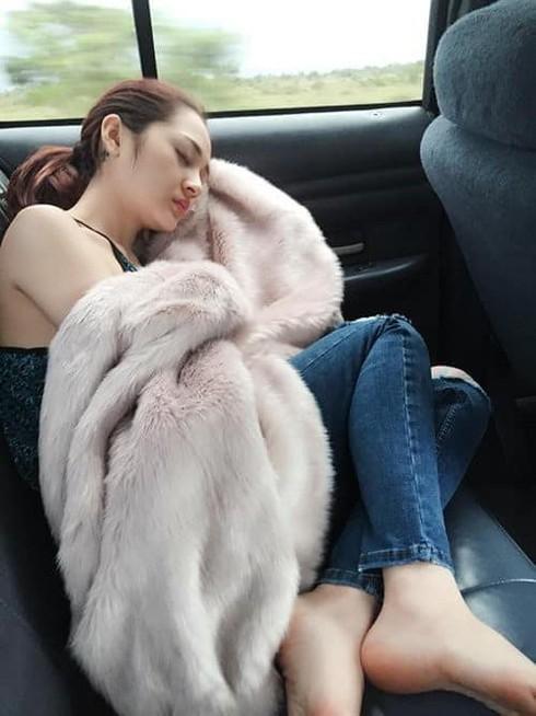 Giọng ca oanh vàng 'Ai khóc nỗi đau này' Bảo Anh được nhận xét dù ngủ nhưng vẫn đẹp, đúng là không dễ để dìm cô nàng.