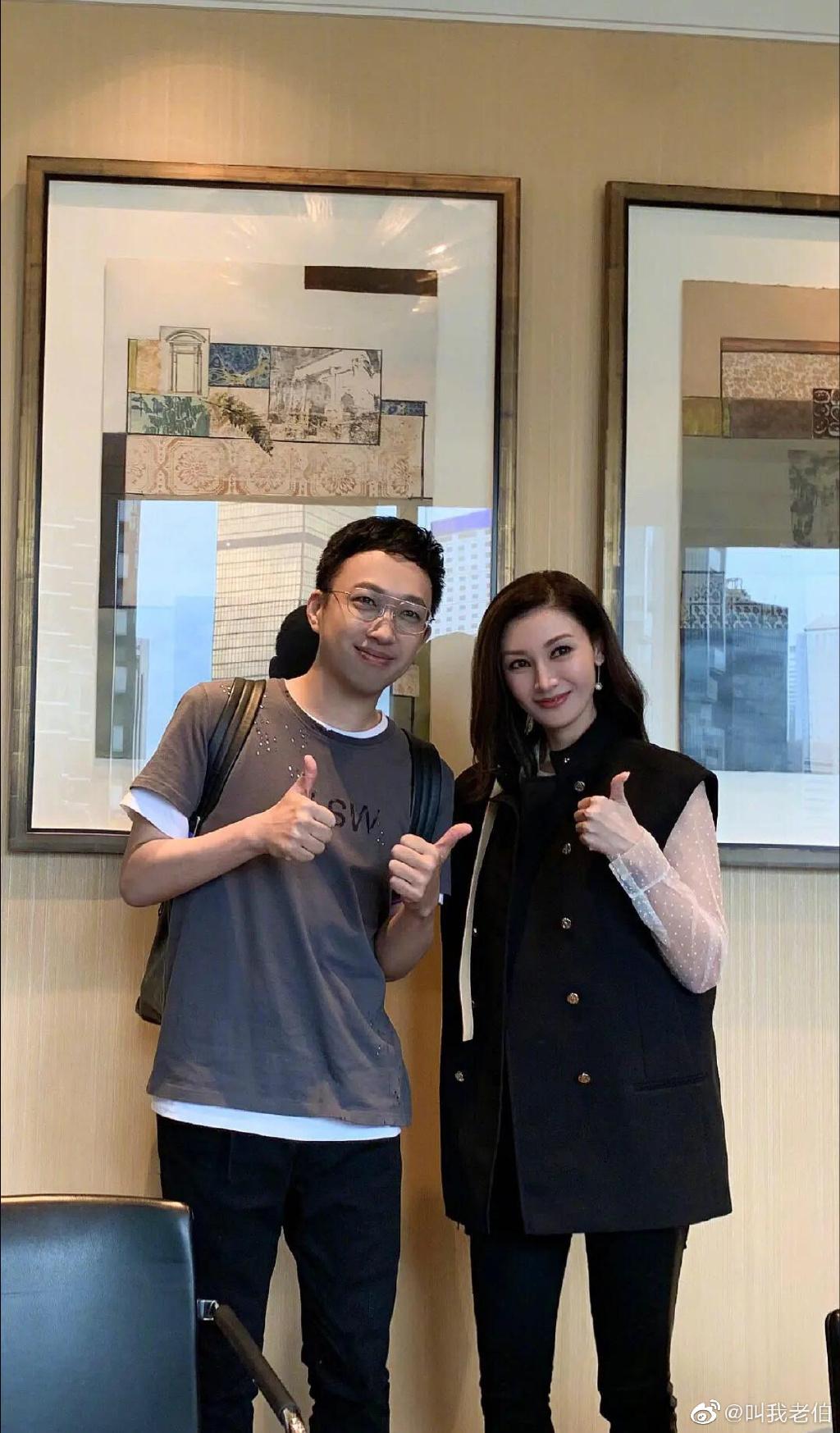 Bức hình của Vu Chính chụp cùng Lý Gia Hân là khởi nguồn cho bài đăng tải của blogger