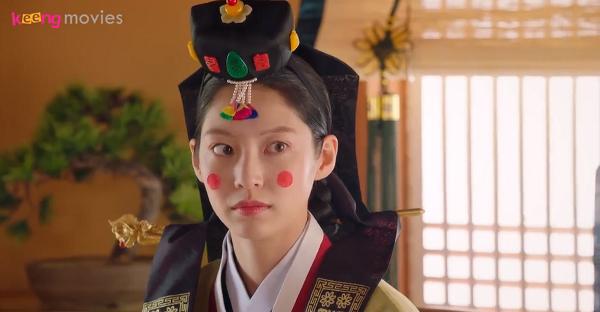 Cô dâu Gae Ddong được tô son, điểm phấn xinh đẹp, bỏ xa vẻ luộm thuộm vốn thấy hàng ngày.