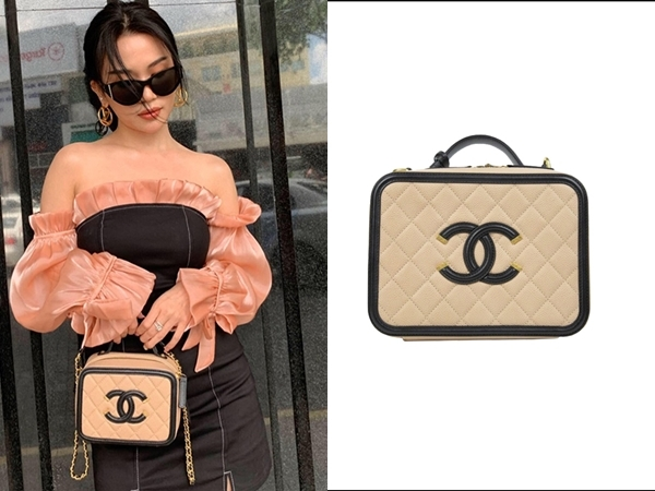 Lại thêm một mẫu túi Chanel đắt đỏ được Sĩ Thanh bổ sung vào kho túi hiệu của mình. Nhìn thì khá bình thường nhưng thiết kế này có giá£3.396 (khoảng gần 100 triệu đồng).