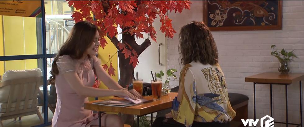 Trong một diễn biến khác, Nguyệt (Diễm Hương)và Kiều Hân lại gặp mặt nhau để bàn về chuyện xuất bản cuốn tự truyện. Như một thói quen, Kiều Hân đút lót cho Nguyệt và Nguyệt cũng chẳng từ chối chiếc phong bì này.