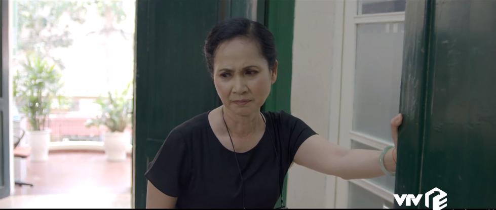 Tình cờ nghe thấy cuộc nói chuyện của Nam và Tiên, bà Như Ý 'shock tận óc' khi biết nhân viên cấp dưới đang hả hê khi mình sa cơ lỡ vận.