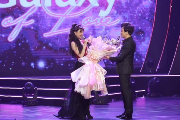 Hari Won bật khóc trong đêm nhạc, Trấn Thành 'phá' kịch bản, cùng dàn sao hát tặng vợ 8