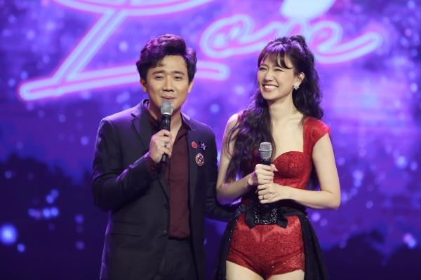 Hari Won bật khóc trong đêm nhạc, Trấn Thành 'phá' kịch bản, cùng dàn sao hát tặng vợ 7