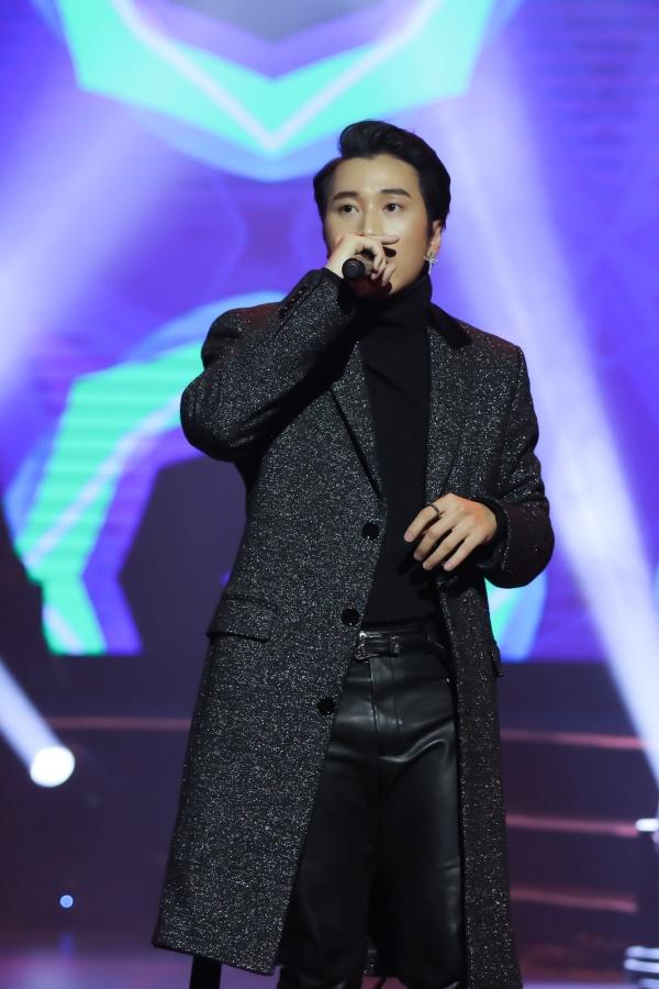 Hari Won bật khóc trong đêm nhạc, Trấn Thành 'phá' kịch bản, cùng dàn sao hát tặng vợ 10