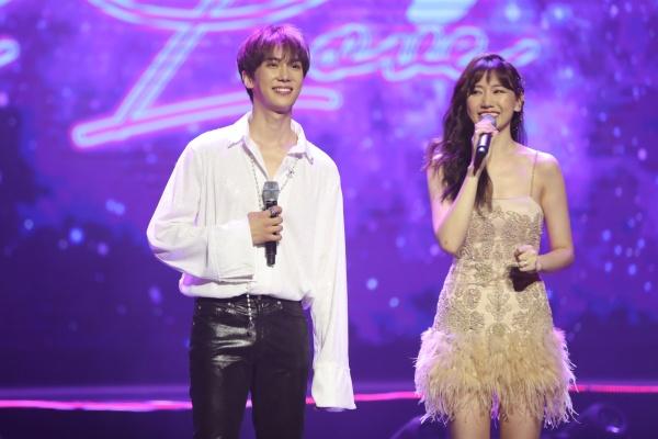 Hari Won bật khóc trong đêm nhạc, Trấn Thành 'phá' kịch bản, cùng dàn sao hát tặng vợ 12