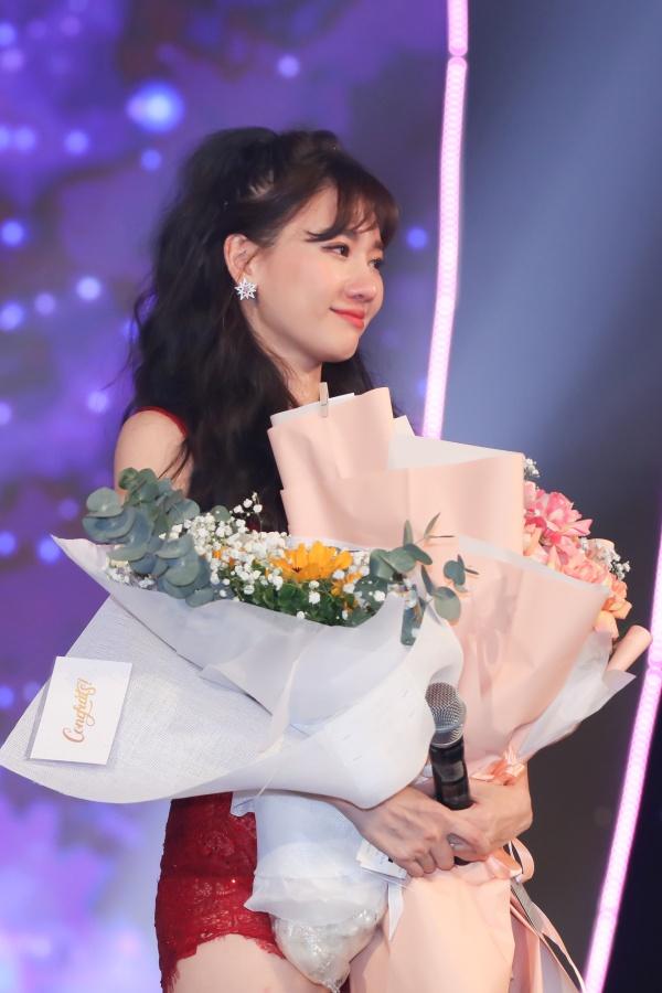 Hari Won bật khóc trong đêm nhạc, Trấn Thành 'phá' kịch bản, cùng dàn sao hát tặng vợ 3