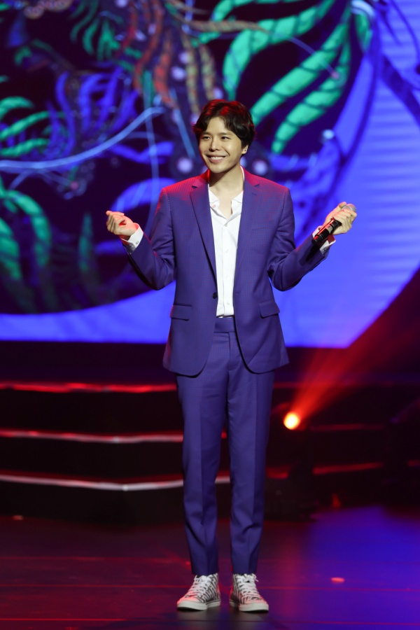 Hari Won bật khóc trong đêm nhạc, Trấn Thành 'phá' kịch bản, cùng dàn sao hát tặng vợ 14