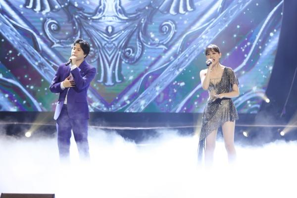 Hari Won bật khóc trong đêm nhạc, Trấn Thành 'phá' kịch bản, cùng dàn sao hát tặng vợ 15