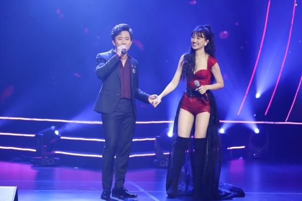 Hari Won bật khóc trong đêm nhạc, Trấn Thành 'phá' kịch bản, cùng dàn sao hát tặng vợ 6