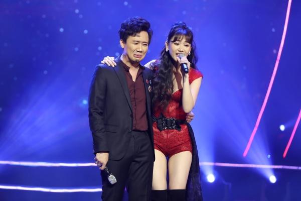 Hari Won bật khóc trong đêm nhạc, Trấn Thành 'phá' kịch bản, cùng dàn sao hát tặng vợ 5