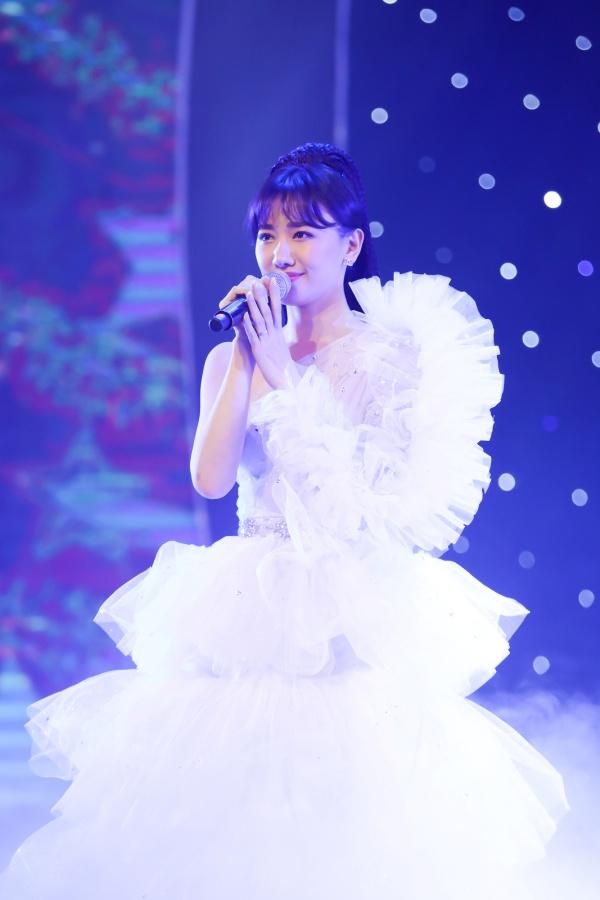 Hari Won bật khóc trong đêm nhạc, Trấn Thành 'phá' kịch bản, cùng dàn sao hát tặng vợ 4