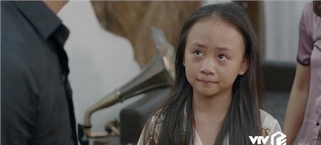 'Hoa hồng trên ngực trái': Ám ảnh ánh mắt bé Bống khi chứng kiến bố Thái đánh mẹ Khuê 2