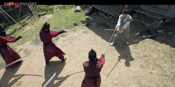 Đám thích khách lạ mặt bất ngờ xông đến toan giết chết gia đình Nok Du, rất may là trình độ võ công của anh khá ổn nên đã bảo vệ được tính mạng của mình và mọi người.