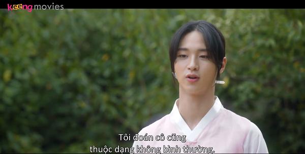 Nok Du mau chóng nhận ra Dong Joo nhưng anh vẫn giữ im lặng, làm tròn vai mỹ nhân 'bánh bèo'.