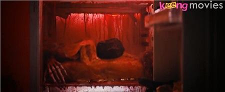 Đặc biệt, hình ảnh chiếc tủ lạnh chứa xác người bị phân thây đang nhỏ máu đã tăng thêm phần rùng rợn cho bộ phim