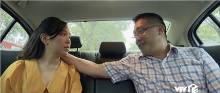 Cuối tập phim, nhân tình của Chi vô tình nghe được cuộc điện thoại của côvà Phong phó tổng. Không chỉ ghen tuông ra mặt, người này còn nhắc nhở cô không cần quan tâm quá tới công việc ở toàn soạn, bởi đây chỉ là bước đệm để ông ta đưa Chi tới những vị trí cao hơn