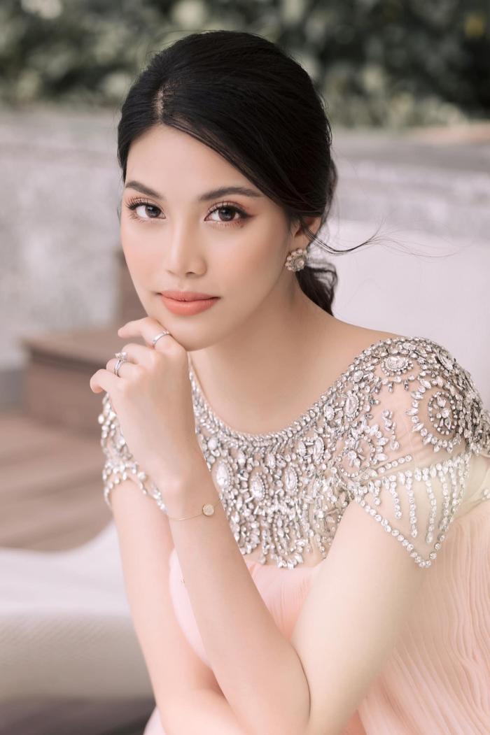 Lan Khuê bụng bầu 8 tháng vẫn xinh đẹp làm giám khảo cuộc thi hoa hậu sắc đẹp quốc tế 1