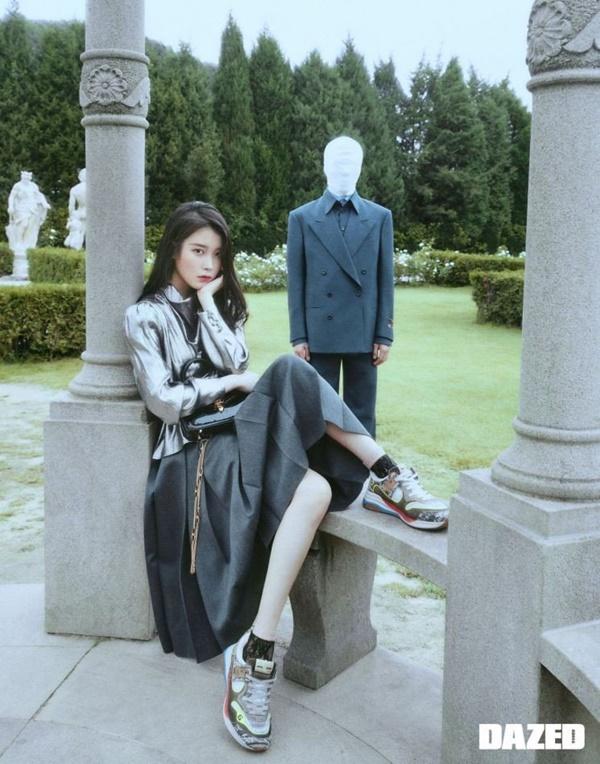 Đáng chú ý là loạt bộ trang phục nằm trong BST Thu/Đông của nhà mốt Gucci được 'chị Nguyệt' diện cực xinh đẹp, đúng với tinh thần sang trọng và tập hợp tất cả 'ánh hào quang' của nhân vậtJang Man Wol trong phim.