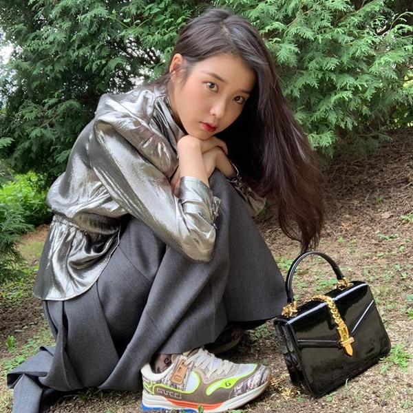 Sang chảnh trong 'Hotel Del Luna' chưa đủ, 'chị Nguyệt' IU tiếp tục khoe sắc mê mẩn trên bìa tạp chí 4