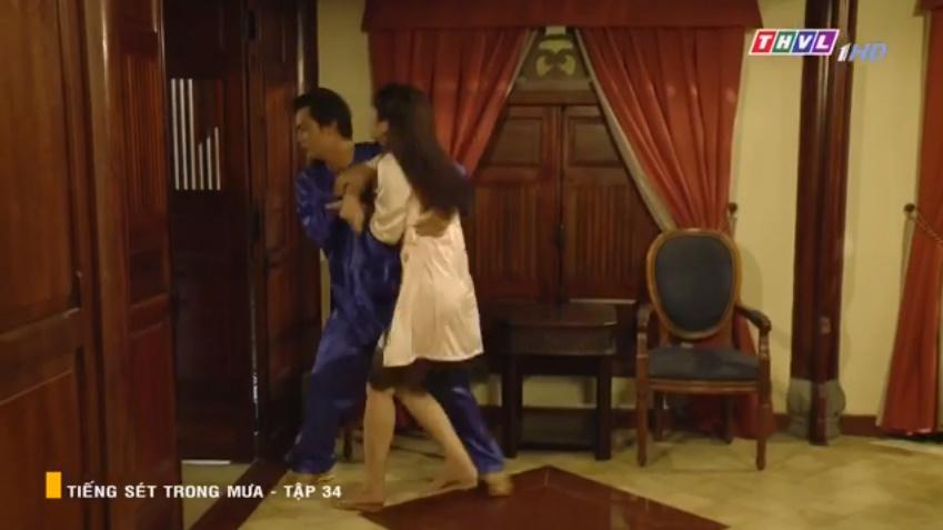 'Tiếng sét trong mưa' tập 34: Số nhọ như thầy thuốc của bà Hạnh Nhi, vừa tỏ tình xong đã mất việc ngay lập tức 10