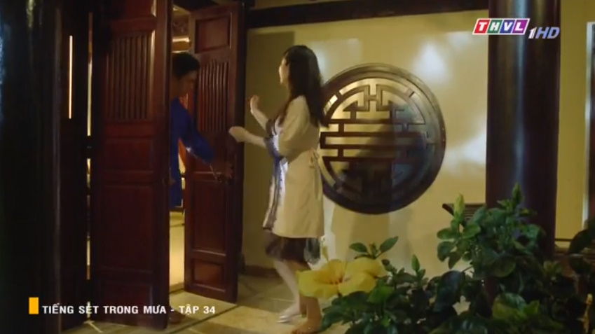 'Tiếng sét trong mưa' tập 34: Số nhọ như thầy thuốc của bà Hạnh Nhi, vừa tỏ tình xong đã mất việc ngay lập tức 11