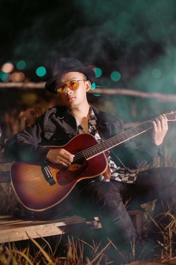 Sau 'Nước mắt em lau bằng tình yêu mới', Tín Lê gây nghiện với ca khúc mới của Charles Huỳnh 3