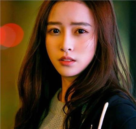 Cố Tư (diễn viên Ngô Vũ Đồng)- em gái Cố Sơ