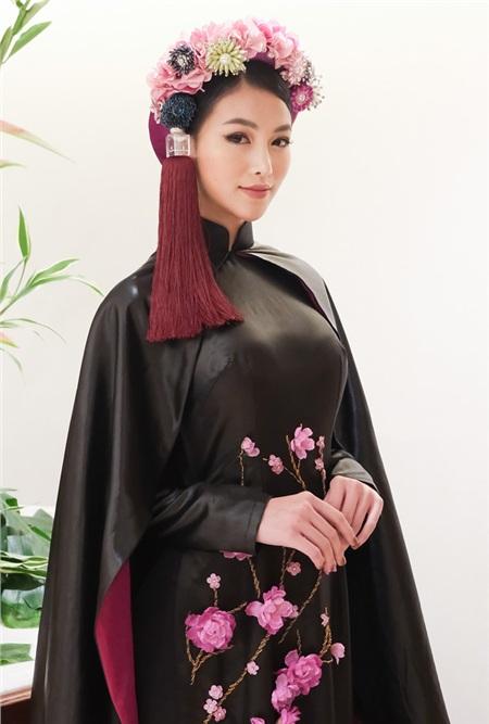 Phương Khánh diện áo dài hơn nửa tỉ chấm thi trang phục dân tộc tại Miss Earth 2019 0